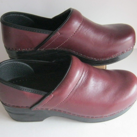 Lands End Womens Leather Clogs Brown Red Sz 6B EUC